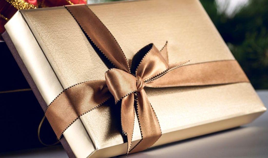 подарок мужчине месяц знакомства