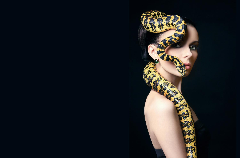 Картинки девушка со змеей